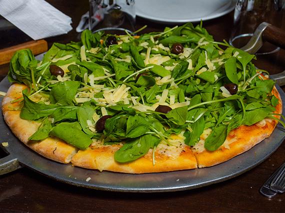 Pizza con rúcula y parmesano grande
