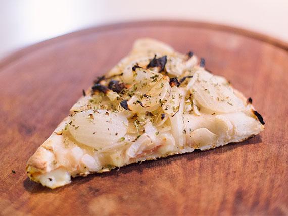Fugazzeta rellena de jamón y queso (porción)