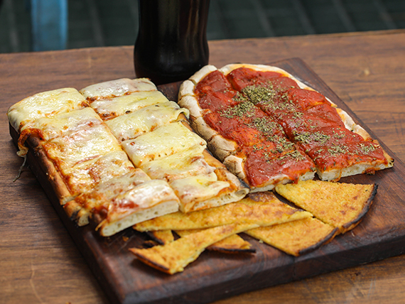 Promo 2 - Pizza con muzzarella + pizza común + fainá + Coca Cola 1 L