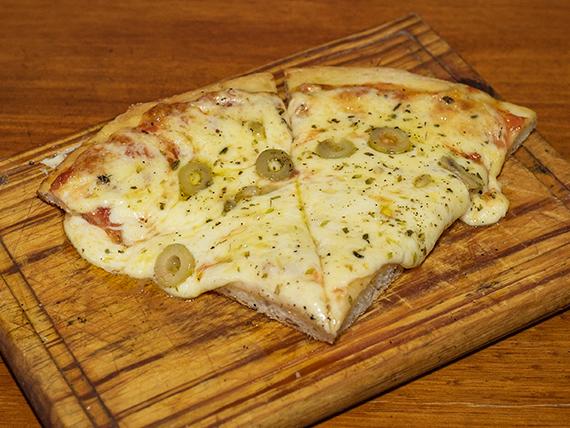 Pizza muzzarella (2 porciones)