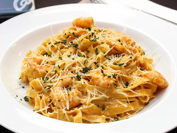 Fetuccini en salsa de camarones