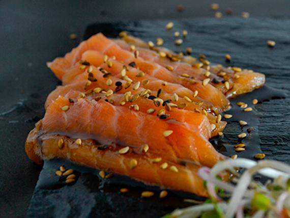 Tiradito de salmón rosado
