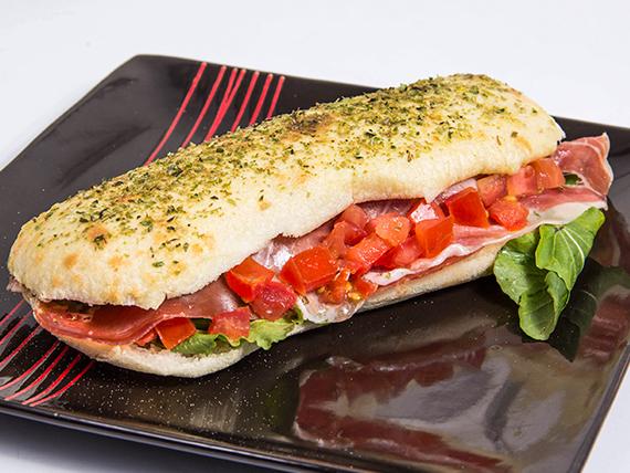 Sándwich de jamón, tomate y queso