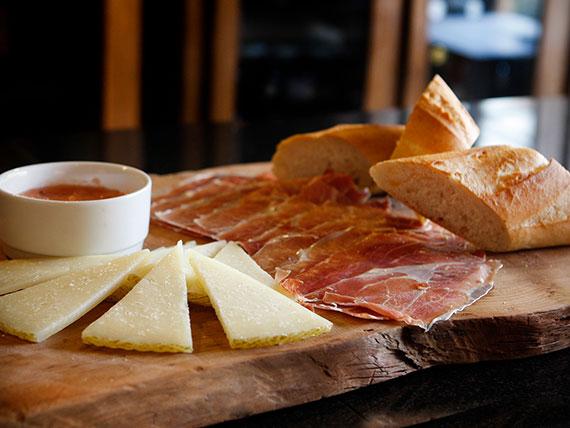 Tabla jamón ibérico y queso mancheco