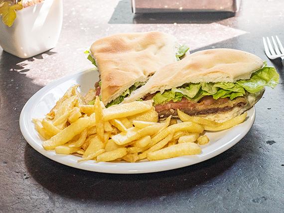 Promo 1 - Sándwich de milanesa con lechuga y tomate + papas fritas