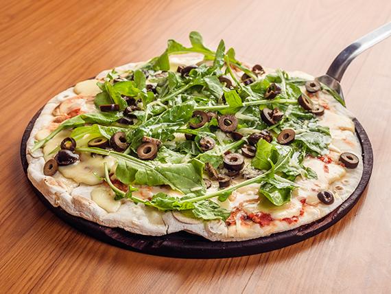 Pizza de rúcula vegetariana a la parrilla