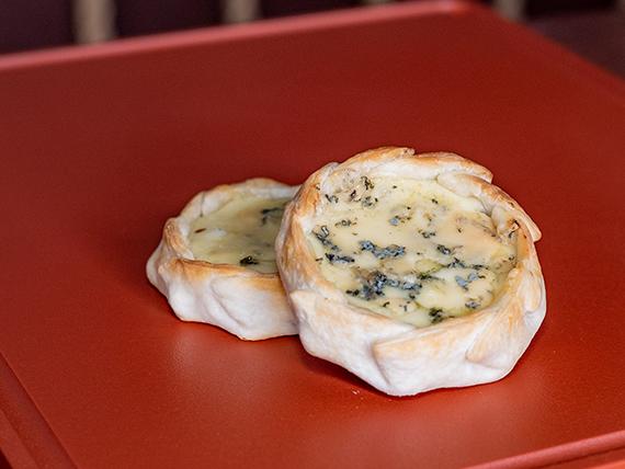 Empanada al horno de queso azul