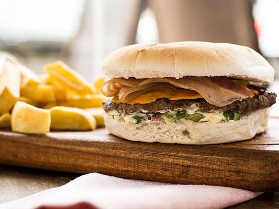 Burger clasic con papas fritas