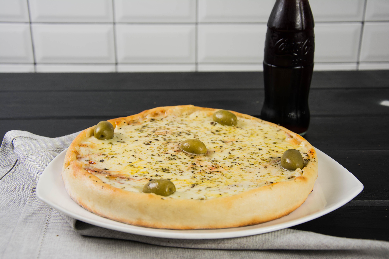 Promo - Pizza muzzarella individual + gaseosa línea Coca Cola 237 ml