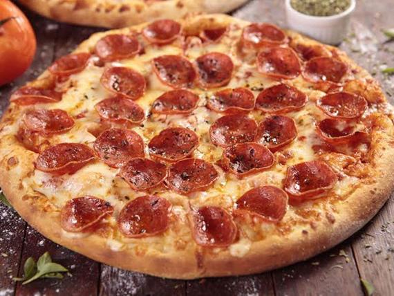 Pizza de peperoni grande