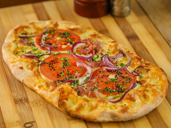Pizza garlic bread pomodoro