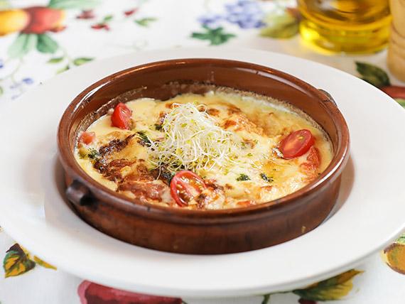 Sorrentinos con salsa filetto y albahaca