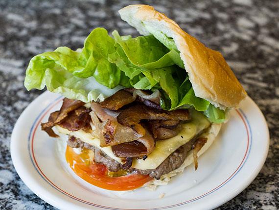 Hambúrguer bacon salada