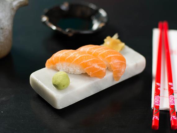 Nigiri salmón (2 unidades)
