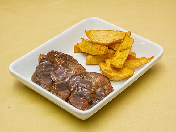 6 - Bondiola en salsa de oporto con batatas rusticas