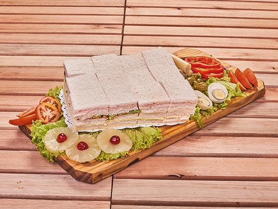 Promo bandeja de 48 sándwiches simples surtidos