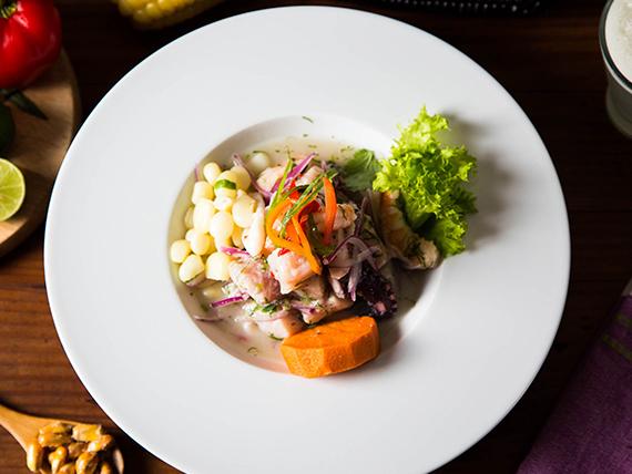 Ceviche  pescado del día y camarón