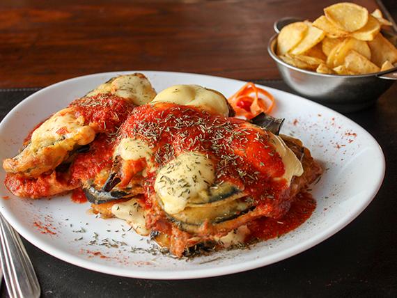 Berenjenas a la pizza con jamon y papas españolas