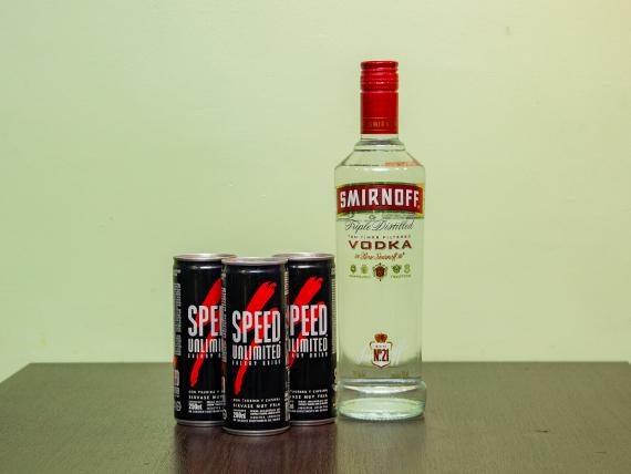 Promo 6 - Vodka Smirnoff 750 ml + 3 energizantes Speed 250 ml