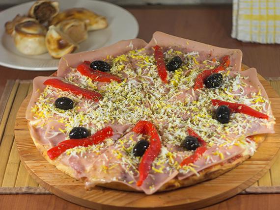 Promo 19 - Pizza especial de 8 porciones + media docena de empanadas de jamón y queso (comen 3 personas)