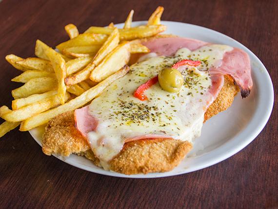 Milanesa de pollo napolitana con guarnición