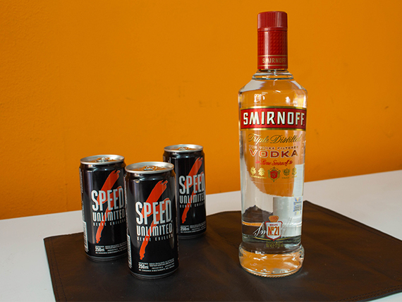 Combo 13 - Vodka Smirnoff 750 ml + 3 energizantes Speed 250 ml