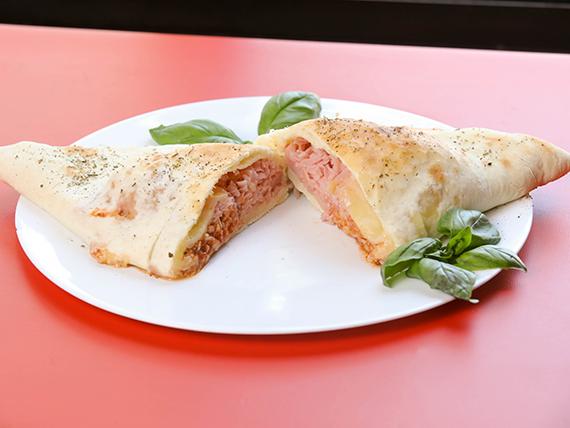 Calzone pizzeta (empanada gigante)