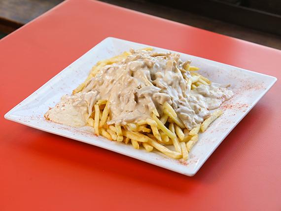 Papas fritas con salsa de champignones