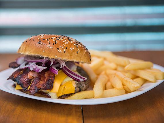 Burger ByPass Love con guarnición