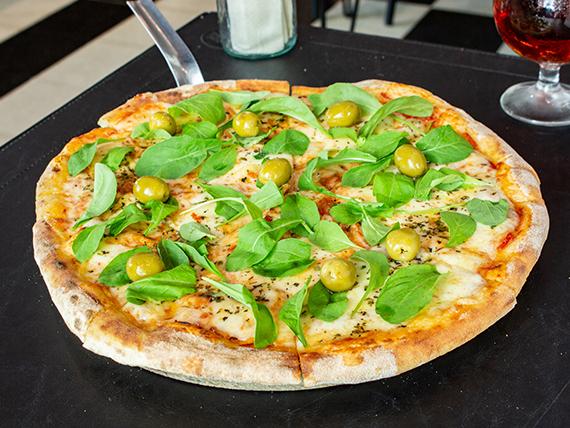 Pizza mozzarella con rúcula