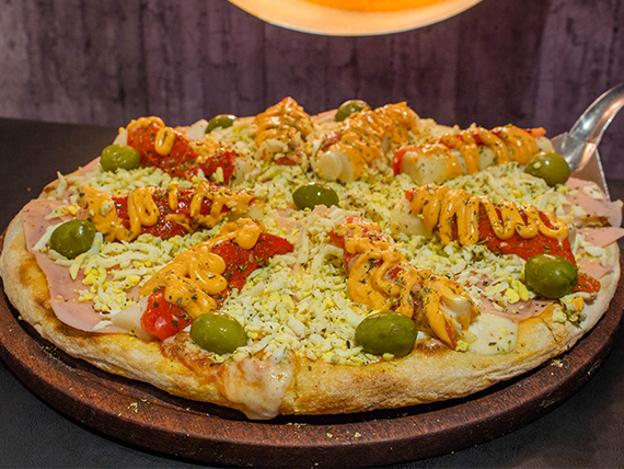 Pizza con palmitos a la piedra