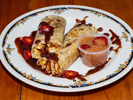 Burrito de pollo en salsa barbacoa