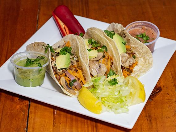 Taco vegetariano con tortilla de maíz (4 unidades)