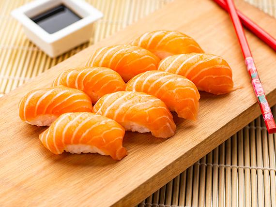 Nigiri de salmón rosado (8 piezas)