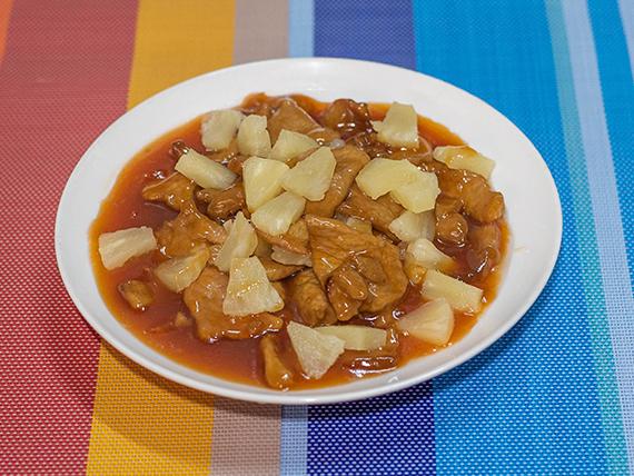 72 - Cerdo saltado con ananá y salsa agridulce