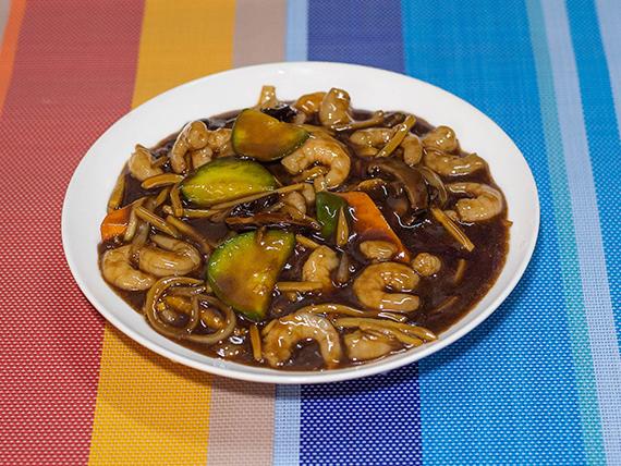 103 - Camarones con hongos chinos y champignones