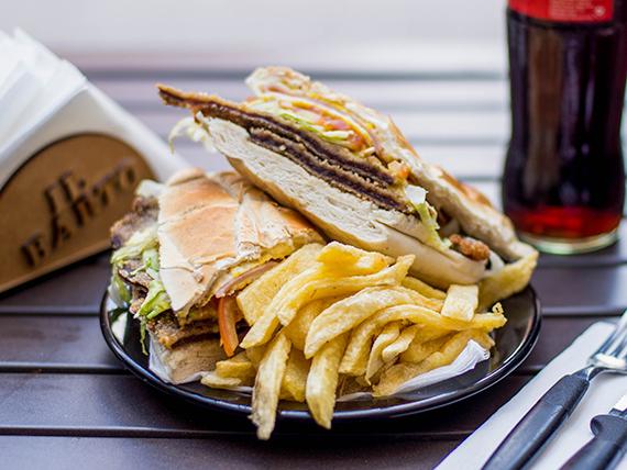 Sándwich de milanesa especial  con papas fritas