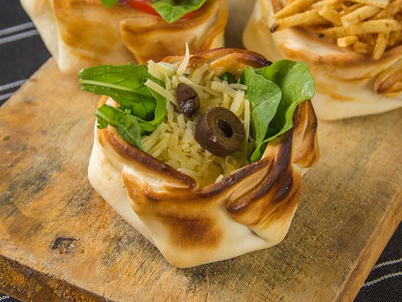 Canastita con rúcula y queso provolone