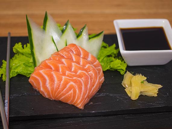 Sashimi de salmón rosado (5 piezas)