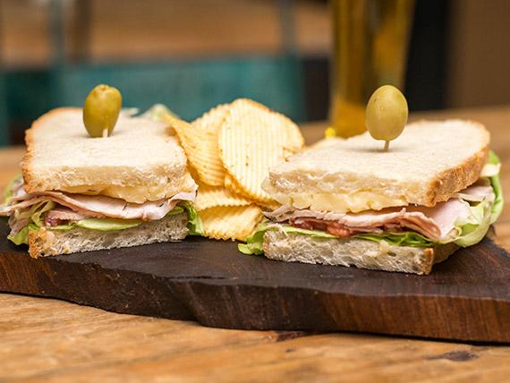 Sándwich de lomo ahumado