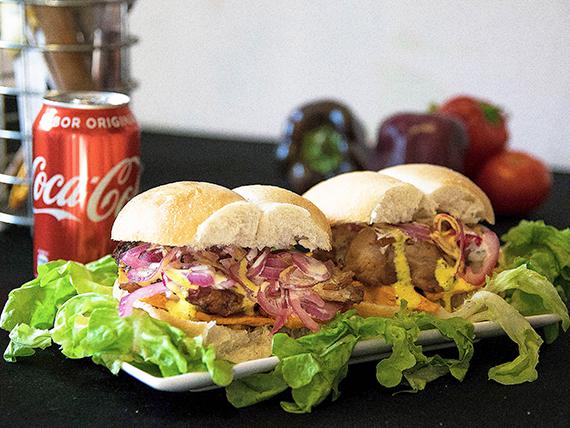 Promo 1 - Dos sándwiches de chicharrón + bebida Coca Cola en lata