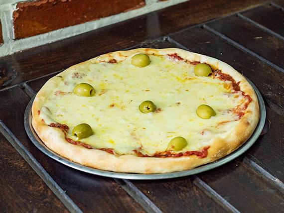Pizza con provolone chica