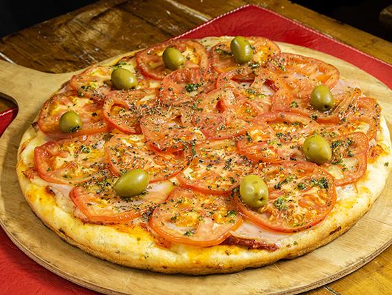 Pizza  grande  napolitana