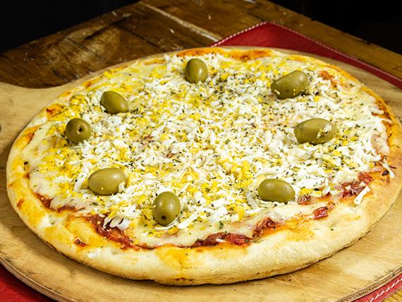 Pizza  grande con huevo