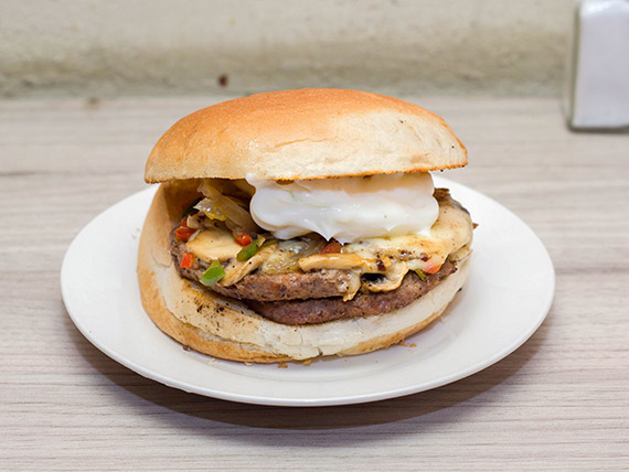 Sándwich de carne mechada de la casa