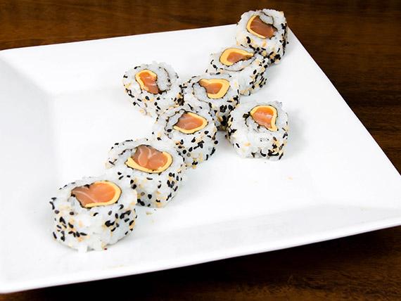 11 - Uramaki salmão com cheddar (8 unidades)