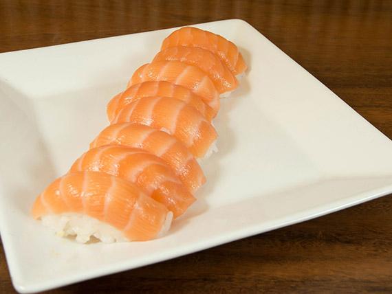 14 - Niguiri de salmão (8 unidades)