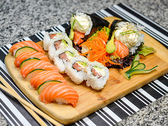 Promo 4 - Temaki de salmón (2 piezas), + nigiris de salmón (5 piezas) + New York roll (5 piezas)