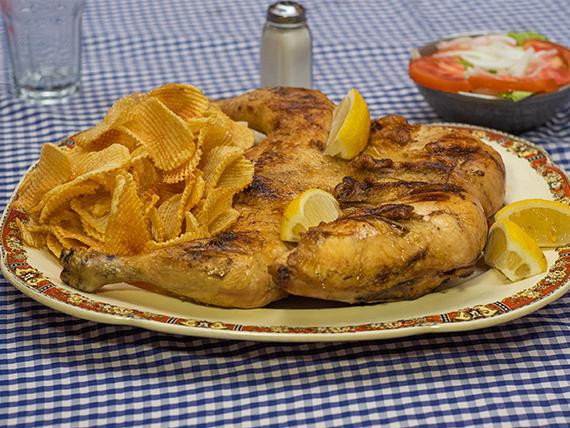 Combo 2 - Pollo entero + puré o papas rejillas + ensalada mixta + 2 agua mineral 500 ml o  gaseosa de 1.5 L