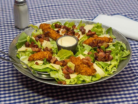 Ensalada Caesar con pollo crispy